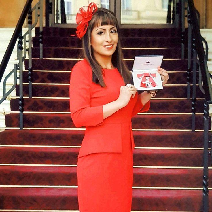 5'1 CEO Jess Jeetly MBE wears her Jeetly Davina dress #petite #girlboss #petitestyle