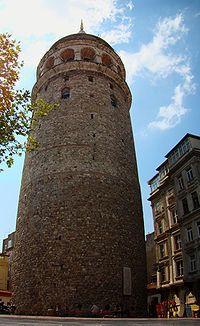İstanbul Galata Kulesi - İstanbul'un Galata semtinde bulunan ve şehrin en önemli sembollerinden biri olan 528 yılında inşa edilmiş bir kuledir. Kuleden İstanbul Boğazı, Haliç ve İstanbul, panoramik olarak izlenebilmektedir.