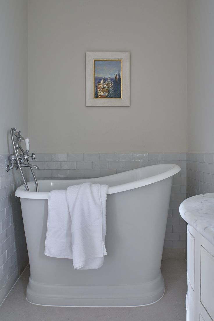 Sims Hilditch Bathroom. What a cute little slipper bath! Looking for design help and inspiration? Head on over to www.thehomedesignschool.com