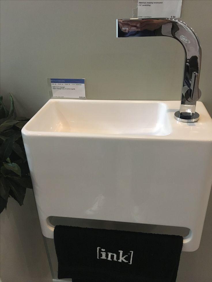 Fonteintje voor in toilet, brushed brass kraan uit muur en waste erbij