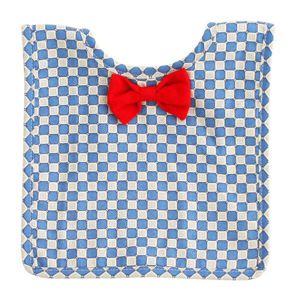 Designed in Australia by Alimrose Designs, this smart bib features a bow tie, is towelling-backed and fastens with velcro tabs.  Teams perfectly with the Alimrose Mr Fox Squeaker.