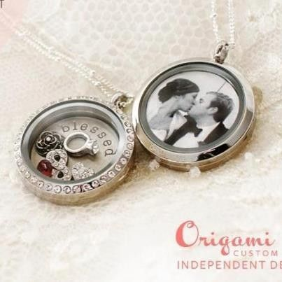 This is one of my favorite Origami Owl locket ideas! Put a picture behind the plate for a double-sided locket! #memorylocket