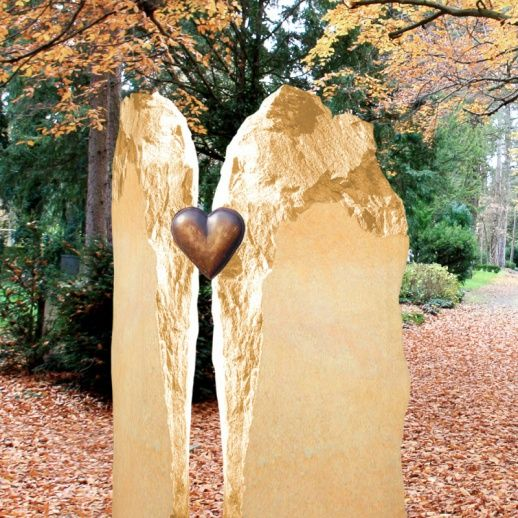 Romantischer Grabstein mit Bronze Herz • Qualität & Service direkt vom Bildhauer • Jetzt Grabstein online kaufen bei ▷ Serafinum.de