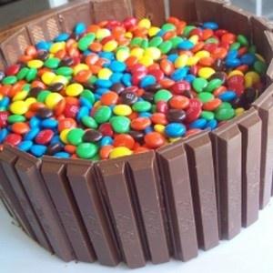 how to make kit kat birthday cake