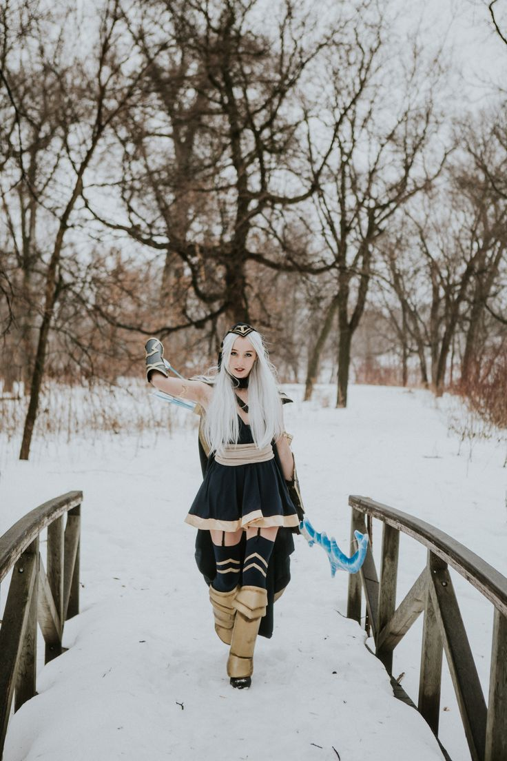 Ashe Cosplay from League of Legends by VinylRaven   Photo by Taylor Brown and Laina Brown- Laina Brown Photography