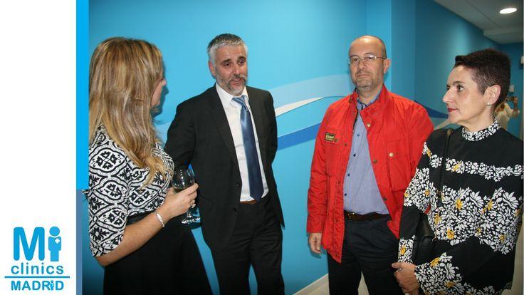 Mónica Medina, Directora Médica de Madrid Norte, y Javier Pérez, gerente de Madrid Norte, con amigos.