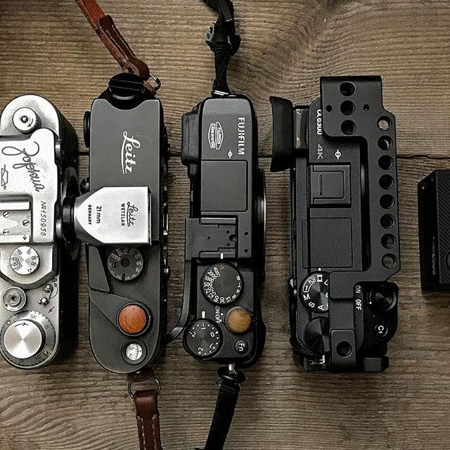 It's not the size but what you do with it that counts 🤓 My small cameras ranging from an old russian rangefinder to the super compact gopro. #zorki1 #leicam42 #fujixe1 #sonya6300 #goprohero4 #leica #rangefinder #gearporn #cameraporn #camerabag #vintagecamera #film #filmisnotdead #shootfilm #leitz @leica_camera @leicacamerathailand @fujifilm_xseries @fujifilm_uk @sonya7r @sonyalpha @gopro #smallrig @smallrigchina