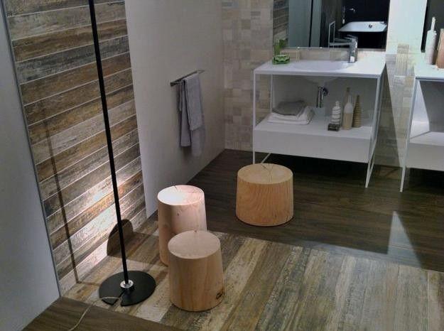 Az egyszerű mosdószekrényt az újrahasznosított fa pallókkal borított padló és oldalfal teszi otthonossá!