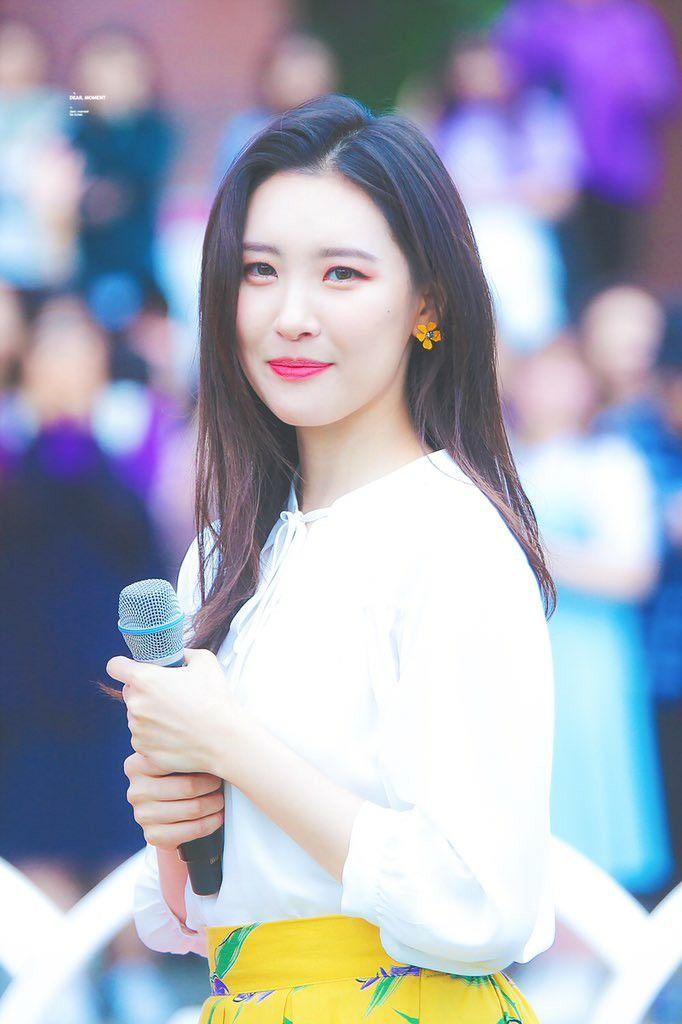 Pin By S On Sunmi Kpop Girls Girl Korean Beauty
