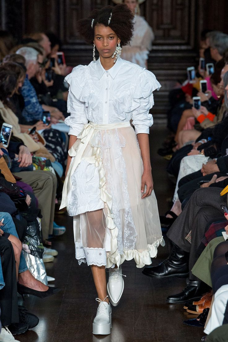 Simone Rocha Spring 2018 Ready-to-Wear Undefined Photos - Vogue Curated by @sommerswim