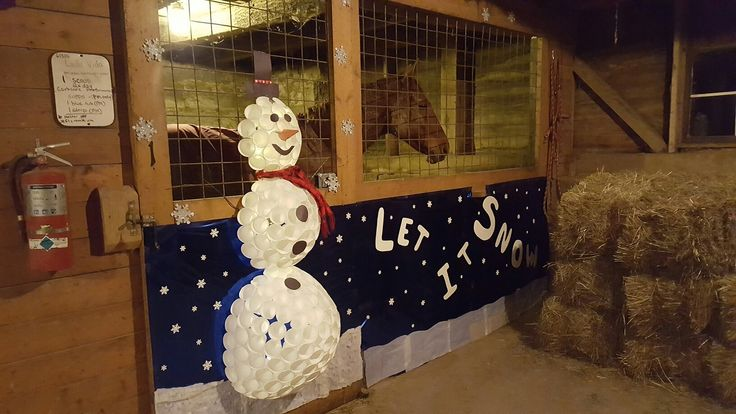 Christmas horse stall decoration