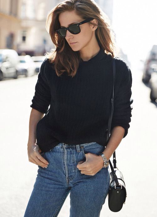 You can never go wrong with a basic outfit! Love the fit of these jeans and the Ray-ban's give it a cool touch.