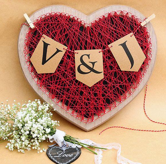 ¿Qué te parece este hermoso detalle de corazón en madera para tu boda? #DIY