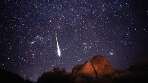 Puedes conocer más sobre las lluvias de estrellas en el siguiente post: