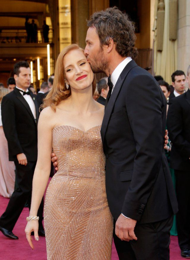 "Jessica Chastain gets a smooch from her ""Zero Dark Thirty"" costar Jason Clarke at the #Oscars"