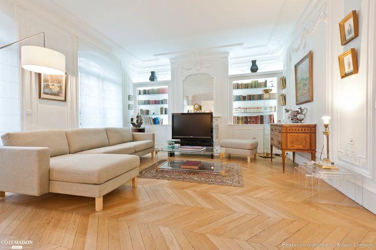 grande pi ce vivre classique murs blancs parquet canap d 39 angle sympa salons. Black Bedroom Furniture Sets. Home Design Ideas