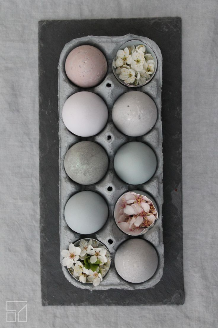 Odu Design - concrete and painted eggs https://www.facebook.com/odudesign/  http://www.odudesign.com/