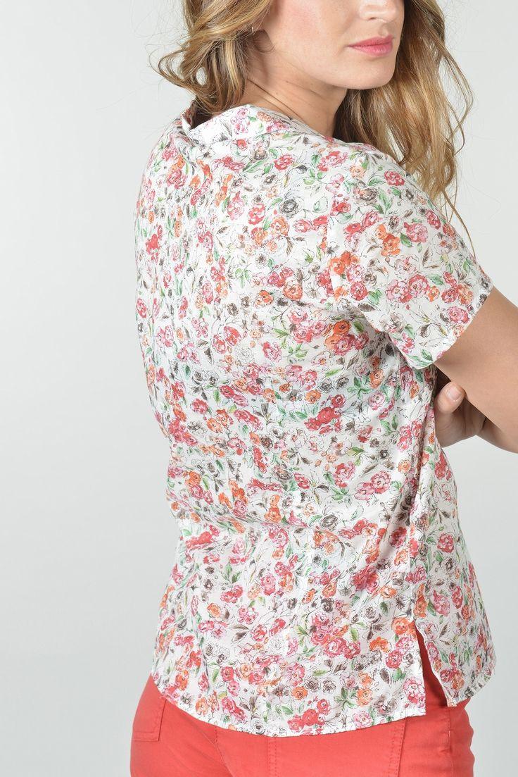 """Look """"Rosa Bonheur""""  Netan bis chemise mc - Antonelle Réf : 16CH1718    Chemise fluide imprimée fleurs aquarelle. Agrémentée d'un col chemisier prolongé d'un décolleté V boutonné par des petits boutons nacrés. Cette chemise insufflera une note romantique à votre allure. A associer avec nos jeans ou slims coordonnés     #ROSABONHEUR #ROSABONHEURANTONELLE #ANTONELLE #DRESSINGANTONELLE #DRESSINGROSABONHEUR"""