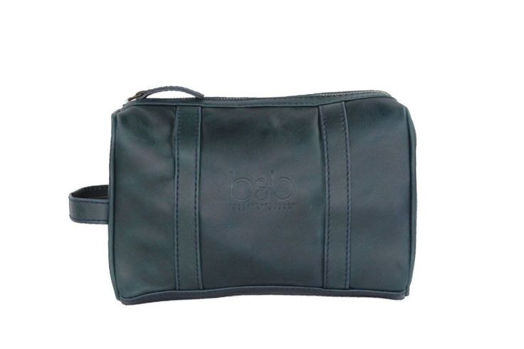 - Premium Leather toiletry/travel bag - Carry Your Toiletry Kit, Shaving supplies or Cosmetics - Perfect size to carry tees, glove and golf balls - Top metal zipper with leather pull - Peach skin lini