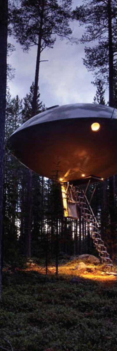 Sove i en UFO | En utenomjordisk overnatting i de trolske skoger. Dette er noe annerledes enn en vanlig natt på hotell! Her kan man nyte stillheten og oppdage naturen på en helt ny måte.