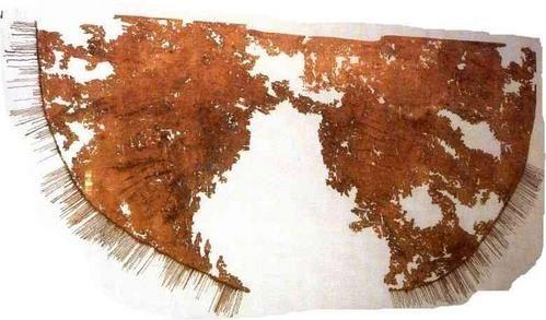 Queen Bathilde cloak, 2,50m  Museo Municipal de Alfred Bonno, en Chelles), VIIth c.