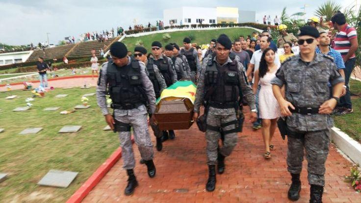Com a bandeira do Acre, corpo do sargento PM Paulo de Andrade é sepultado no Morada da Paz      Clique para compartilhar no Facebook(abre...