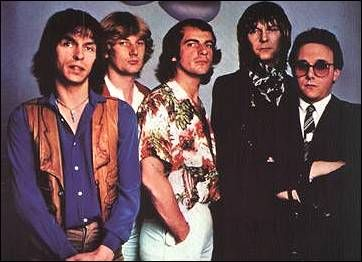 Yes Drama lineup 1980  Left to Right: Steve Howe Geoff Downs (new guy on Keyboards) Alan White Chris Squire Trevor Horn (new singer