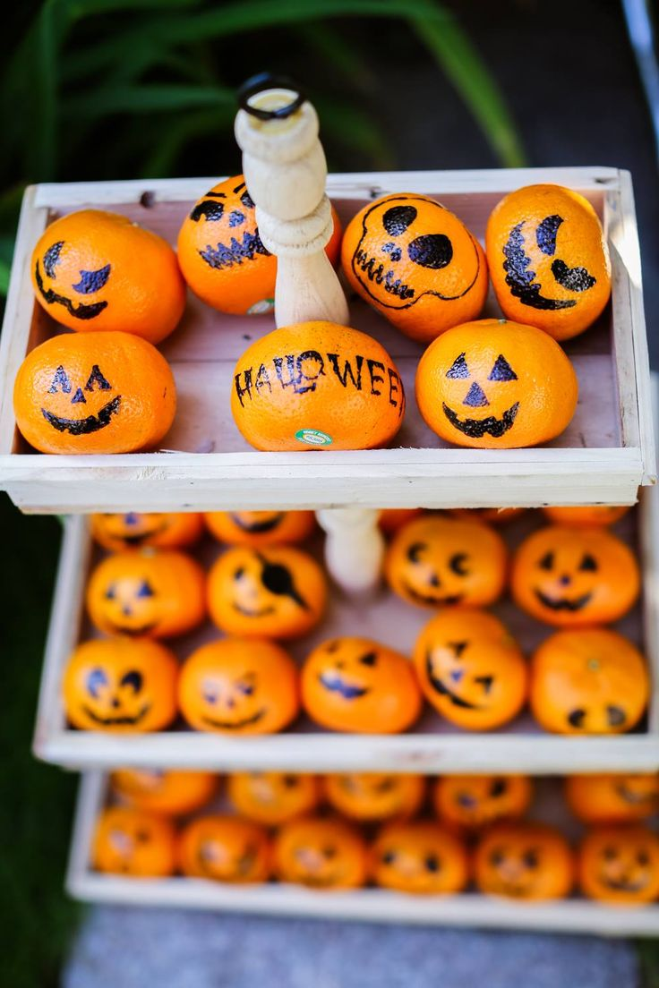 Halloween treat DIY from Mandarin Oranges. Great ideas for kids.  Credit: Thuy Dung Hoang