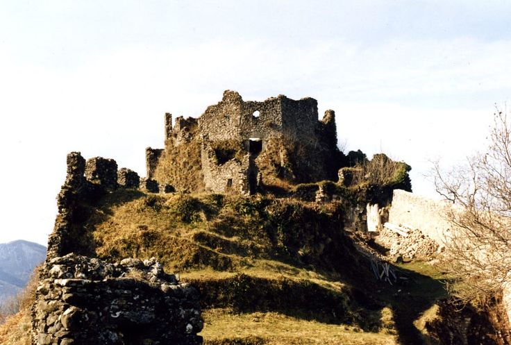 Il rudere antico. La Rocca Tonda delle Verrucole a San Romano in Garfagnana prima della cura by Segni dell'Auser on 500px