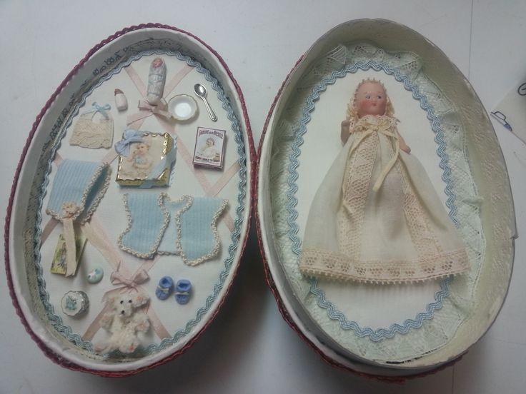Huevo con reproducción de muñeco de porcelana realizado por alumna del Taller TM.