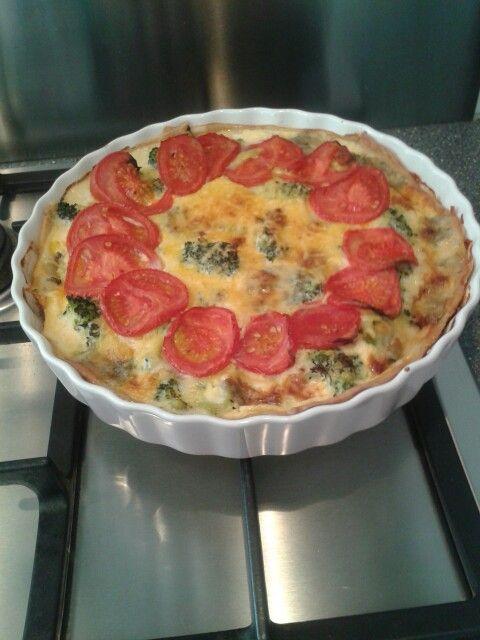 Heerlijke quiche! Hartige taart met broccoli kaas tomaat griekse yoghurt ei en danish blue kaas!