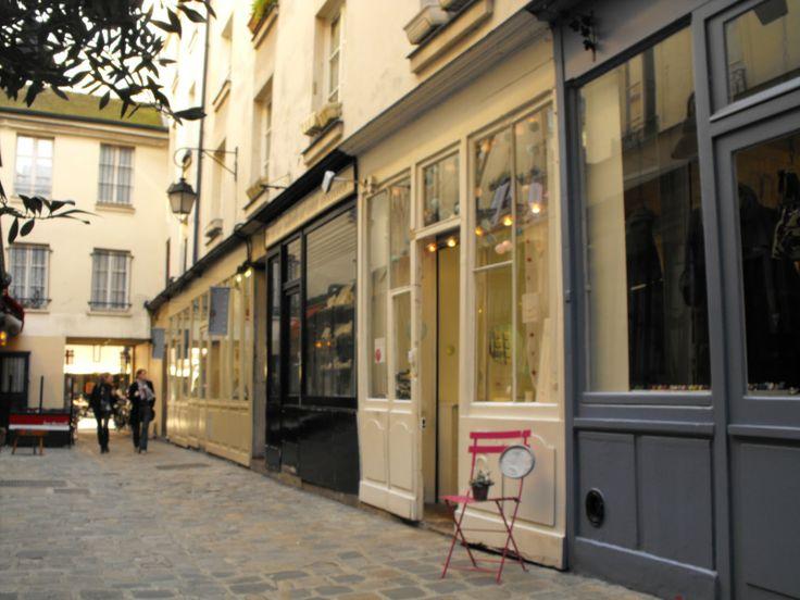 boutique de fanchon en mars / passage molière / paris beaubourg