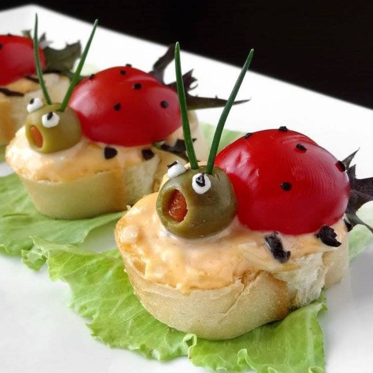 Toasts coccinelle formage - tomate cerise - olive