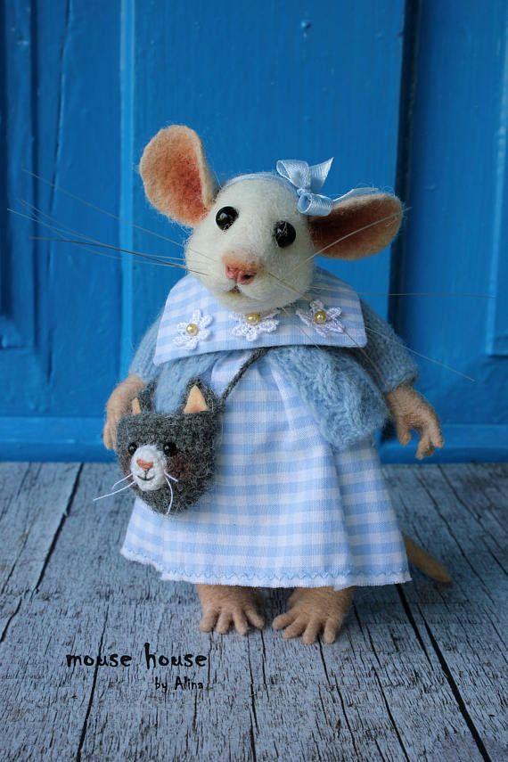 Nadel gefilzte weiße Maus mit häkeln Cat Bag Housewarminggeschenk für ihre weiche Skulptur niedliche Filz Art Doll   – Filzen