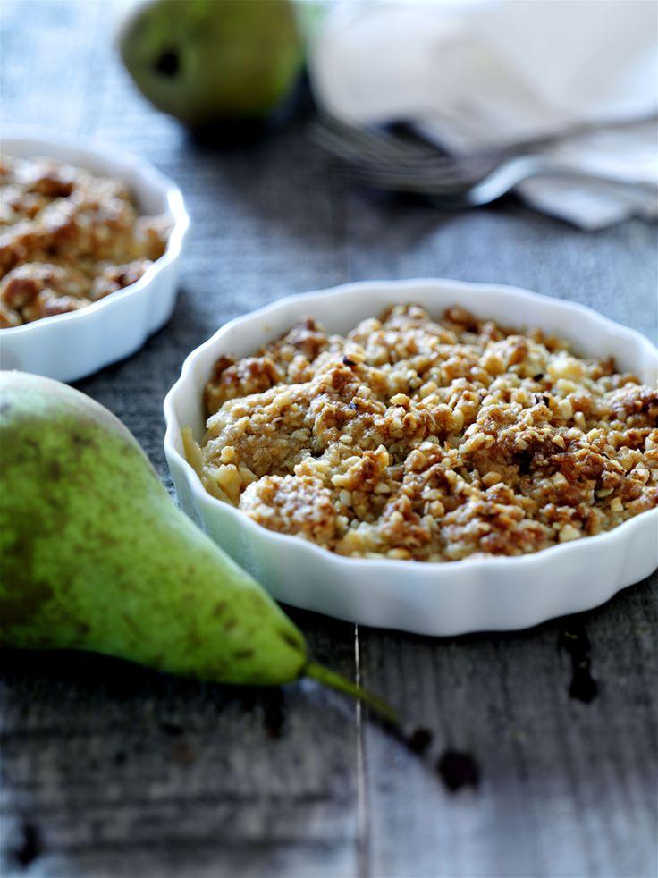 """Pyöräytä hedelmäinen #murupaistos sesongin omena- tai päärynäsadosta ja tarjoile se kermavaahdon tai ranskankerman kera. #Resepti sijaitsee täällä: http://www.dansukker.fi/fi/resepteja/hedelmainen-murupaistos.aspx #omena"""""""