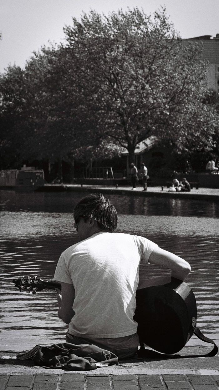 Guitarist at Regent's Canal