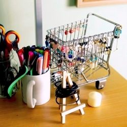 Get inspired by these 7 jewelry storage tips.Easel Stands, Jewelry Storage, Crafts Room, Diy Jewelry, Display Ideas, Shops Carts, Creative Diy, Crafts Diy, Minis Shops
