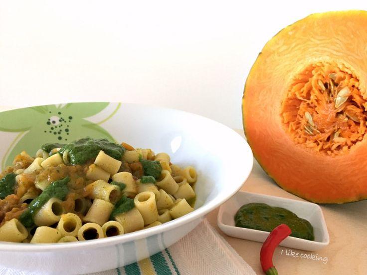 Pasta+risottata+con+zucca+speck+e+pesto+di+rucola