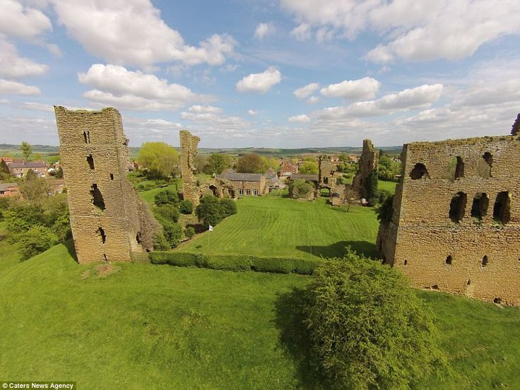 Estate in remains of King Richard III's castle for £1.1m | Daily Mail Online