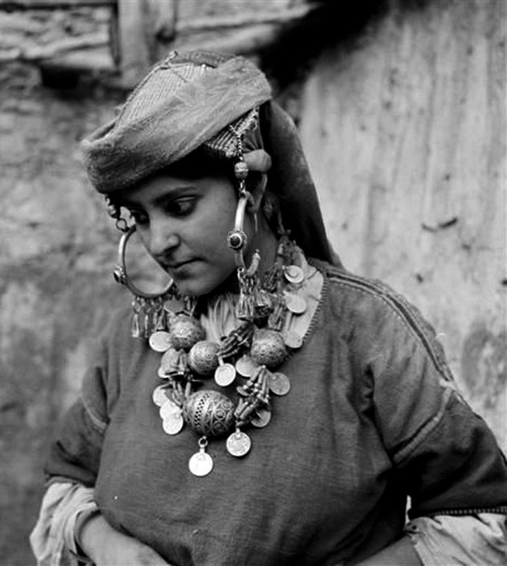 "Africa   ""Femme juive de Tiznit en costume journalier"". Tiznit, Morocco   ca 1934 - 39   ©Jean Besancenot"