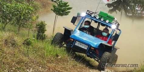 Fin Komodo armed with a 250 cc engine with a conventional CVT transmission. Cars assembled using the technology of Formula Indonesia (Fin) is capable of supplying power to 14 tk and torque of 17 Nm.