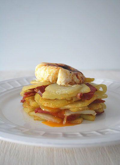 Huevo poché con pimentón de la Vera y patatas panaderas – elpucheretedemari
