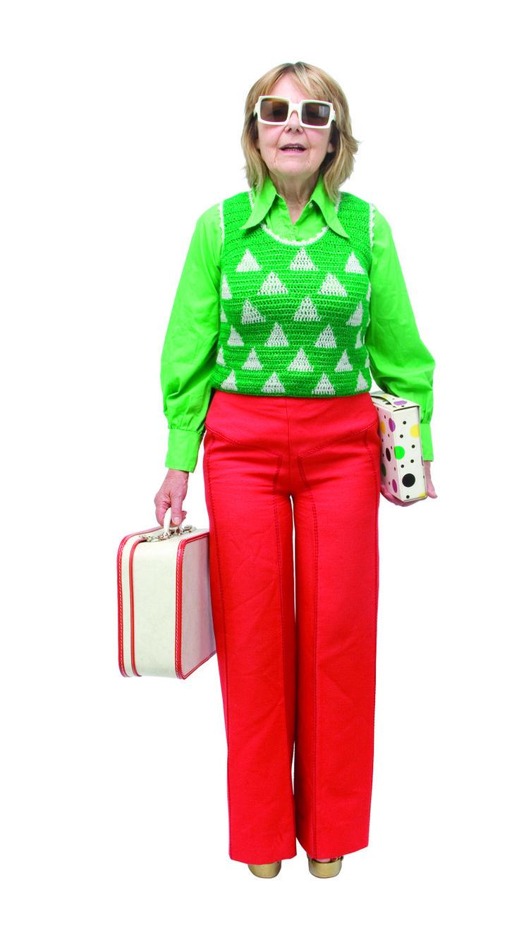 1970 - Un pantalon rouge, pattes d'eff avec des surpiqures, une blouse en coton vert et petit gilet en maille verte et fils de lurex, collection privée © Solo-Mâtine
