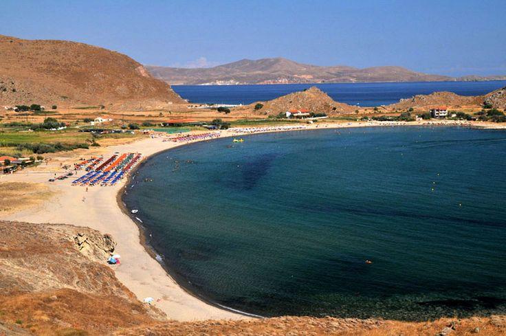 Λήμνος - Θάνος...Είναι από τις πιο όμορφες και δημοφιλείς παραλίες της Λήμνου σε ένα πανέμορφο κόλπο, με ανοιχτόχρωμη άμμο και ρηχά γαλαζοπράσινα νερά.