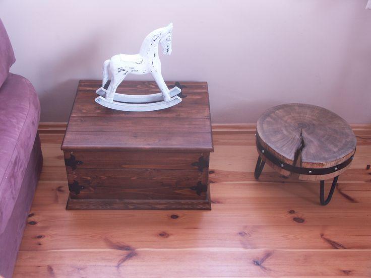 Kufer i stolik