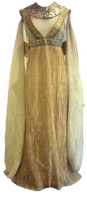 Ejemplo de una verdadero traje de la antiguedad Egipcia, estilo de trajes utilizados por las reinas de Egipto que nos ilustra la moda de la antiguedad.