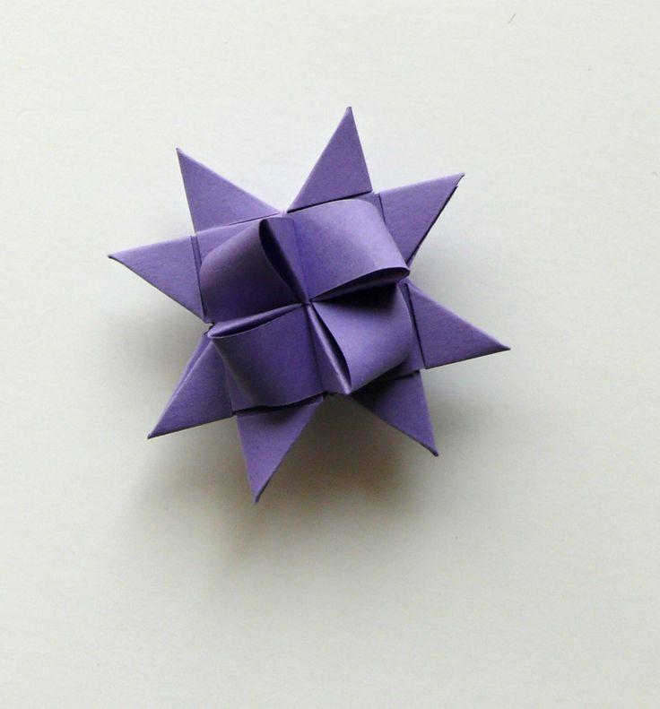 Hvězdička z papíru fialová 4,5 cm Velikost hvězdiček je 4,5 cm. Kvalitní pevnější papír. Hvězdičky jsou určeny k dekoraci - např. vánoční ozdoby na stromeček, stačí zavěsit na háček a můžete ozdobit vánoční stromeček nebo vánoční větvičku, z hvězdiček také můžete vytvořit girlandu a nebo jen tak položit na vánoční stůl, lze také použít jako dekorace ...