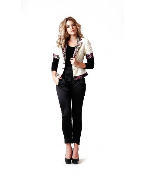 SISS ON BARE ADRINA BLAZER  ·     Designed in Perth, Western Australia  ·     Cotton and velvet with silk lining  ·     Tailored relaxed fit, velvet collar, lapelle and cuffs  ·     Elbow length sleeve  ·     Easy relaxed fit and feminine.  ·     Model wears size 8