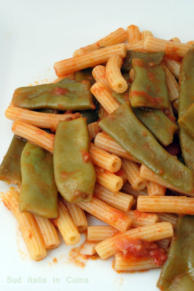 Pasta con Fagioli Larghi o Corallo o anche Piattoni, un piatto sicuramente vegetariano, forse vegano, pochissimi elementi locali per un soddisfacente primo