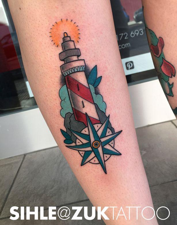 Tatuaje tradicional con un faro.